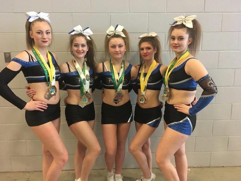 Cinq jeunes athlètes d'Acton Vale défendront les couleurs de Procheer Allstar Power, lors d'une compétition internationale à Orlando du 8 au 11 mars. On voit ici Rosalie Dubuc, Kelly-Ann Timmons, Kélyane Dorais, Jade Luneau-Chagnon et Alexane Dumont.