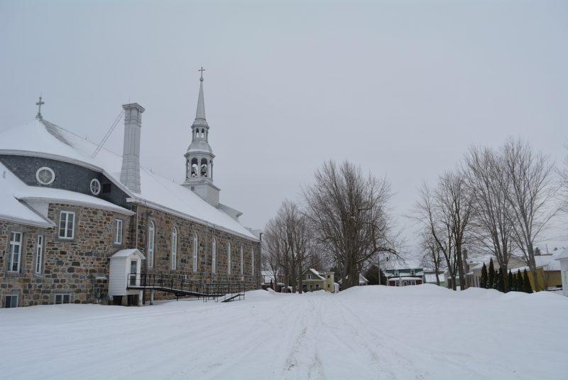 La Fabrique de Saint-Éphrem et la municipalité d'Upton n'ont toujours pas résolu le conflit au sujet du stationnement situé en face de l'école de la Croisée.
