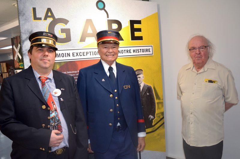 La Ville d'Acton Vale présentera l'exposition « La gare, un témoin exceptionnel de notre histoire » dès juin. On voit ici Michael Lussier et Réjean Hébert, deux grands amateurs et connaisseurs du domaine ferroviaire en région, en compagnie d'Albert Rémillard, administrateur à la Société d'histoire de la région d'Acton.