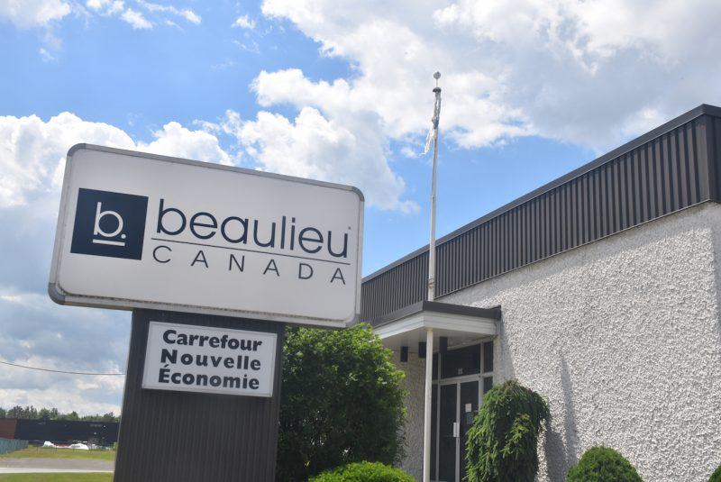L'entreprise Beaulieu Canada, qui compte la moitié de ses employés à Acton Vale, a été acquise par Beaulieu International Group. Le manufacturier de couvre-planchers espère ainsi obtenir de nouvelles opportunités d'affaires.